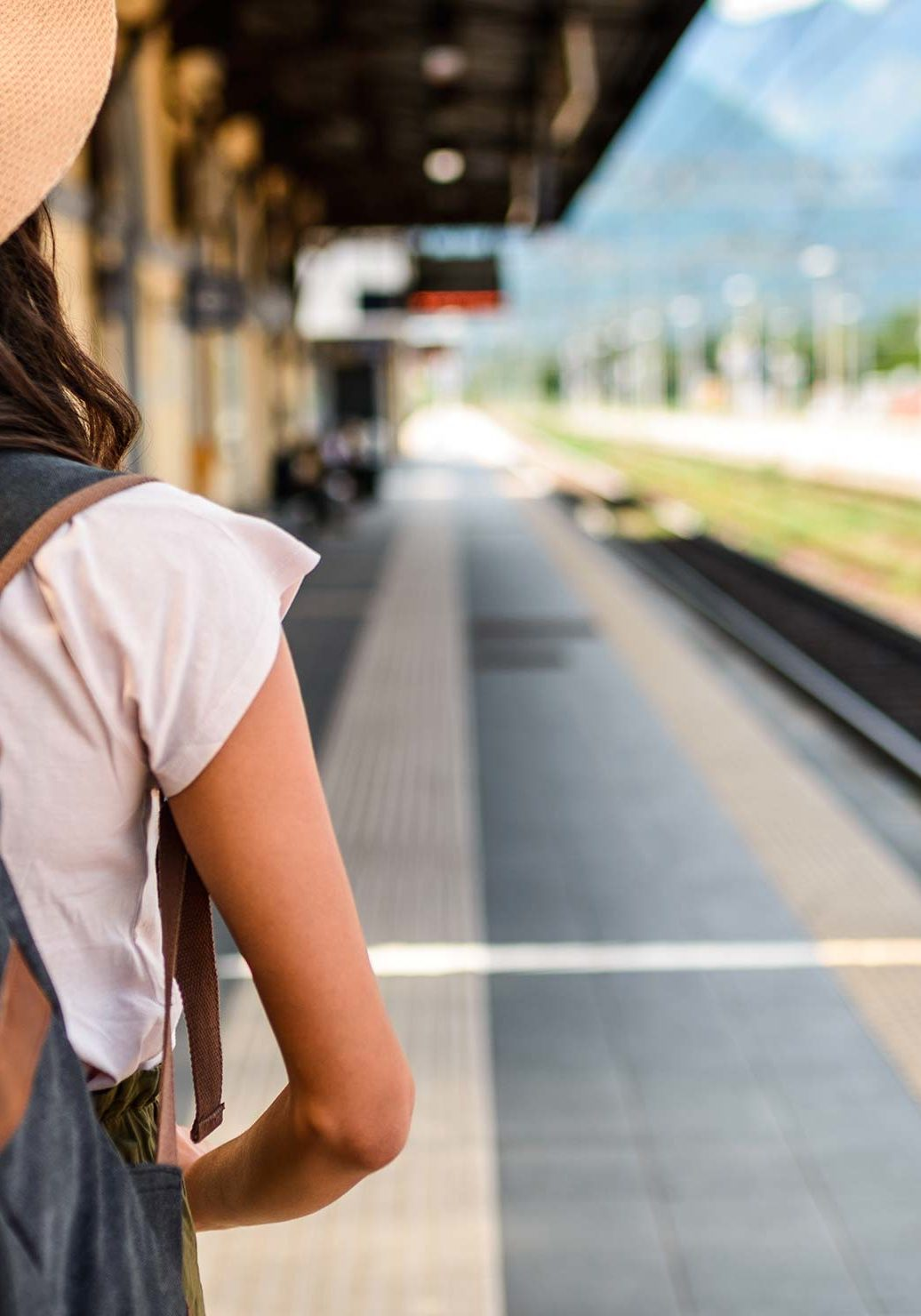 traveller_train_station_hero_2x