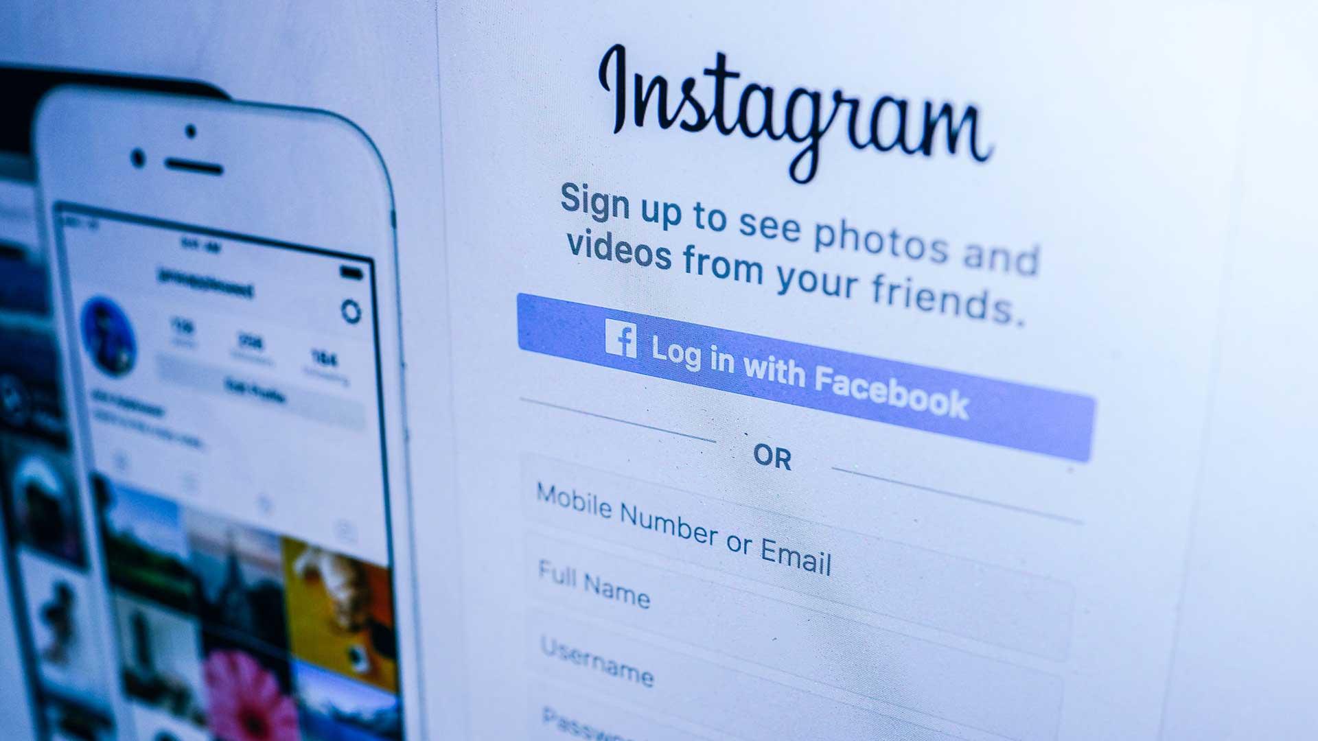 should retailers include a facebook login button